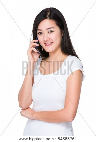 Woman chat on cellphone