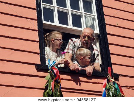 Grandpa with his grandchildren on the window