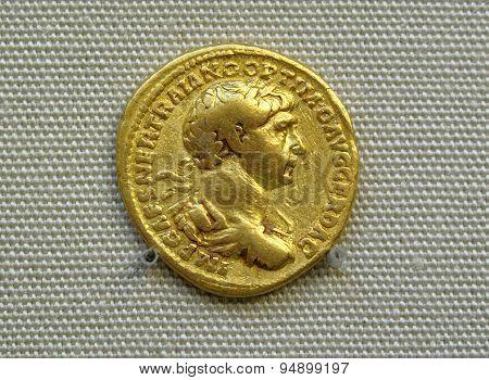 Gold aureus coin of Roman emperor Trajan