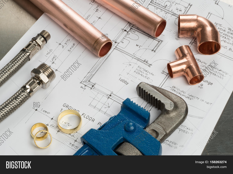 selection of plumbers tools and plumbing  库存和