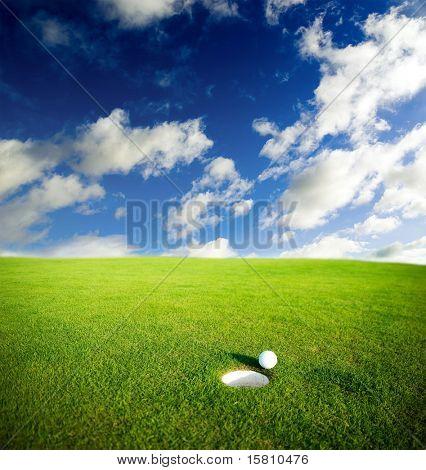 Prado com bola de golfe.