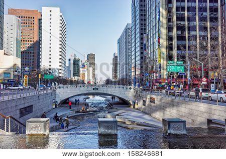 Mojeon Bridge Crosses Cheonggyecheon Public Recreation Walkway In Seoul