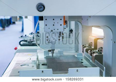 robot working in factory,Conveyor Tracking Controler of robotic hand.