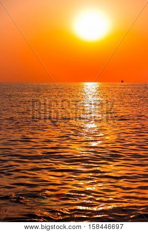 Scenic view of beautiful sunset above the sea.