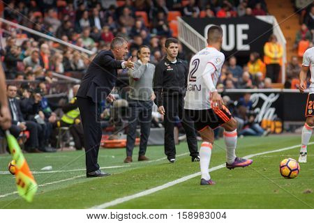 VALENCIA, SPAIN - NOVEMBER 20th: (L) Lucas Alcaraz during La Liga soccer match between Valencia CF and Granada CF at Mestalla Stadium on November 20, 2016 in Valencia, Spain
