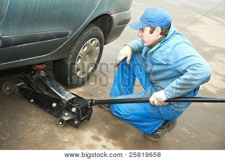 机械修理工汽车起重用杰克制作轮胎配件