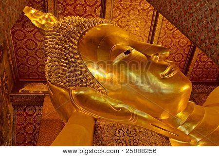 Lying Golden Buddha in Wat Pho of Bangkok