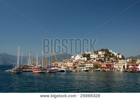 Hermosa bahía de Marina Marmaris