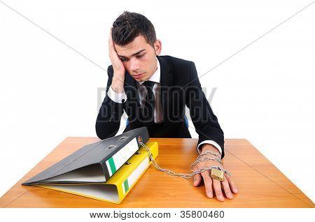 isolierte Geschäft Mann Workaholic am Schreibtisch