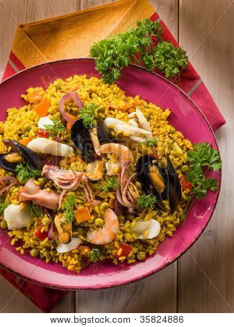 traditional fish paella