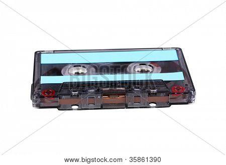 Audio-Kassette mit Farbetikett isoliert auf weiss