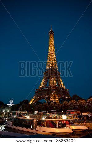 Visão noturna da Tour Eiffel