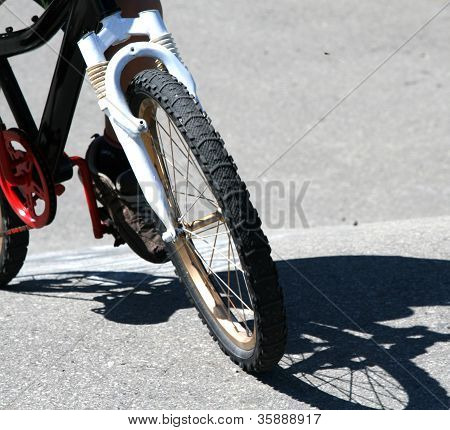Bicycle tire with shadows