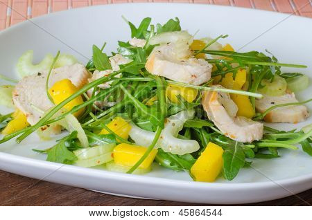 Chicken salad with ruccola and mango