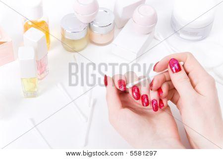 Maquiagem unhas de mulher