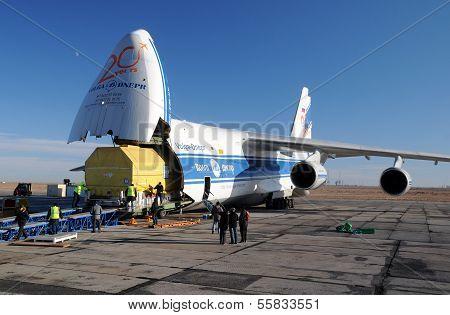 An-124 Unloading
