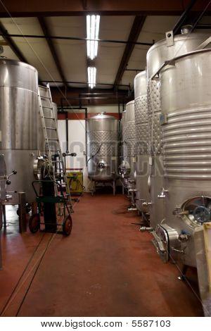 Tanques de almacenamiento de vino
