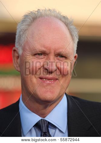 LOS ANGELES - JUL 28:  JOHN LITHGOW arrives to the