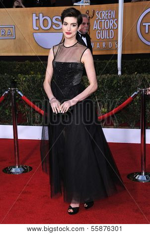 LOS ANGELES - JAN 27:  Anne Hathaway arrives to the SAG Awards 2013  on January 27, 2013 in Los Angeles, CA