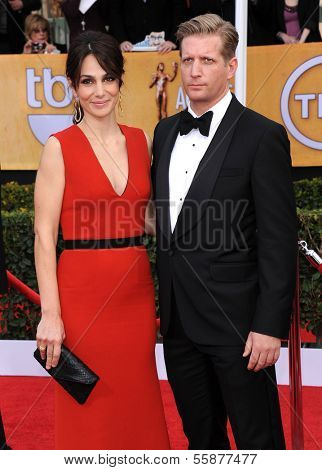 LOS ANGELES - JAN 27:  Annie Parisse & Paul Sparks arrives to the SAG Awards 2013  on January 27, 2013 in Los Angeles, CA