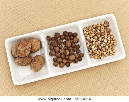 Coriander, Black Pepper Seeds And Nutmeg