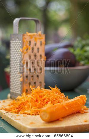 Making salad - Shredded Carrot