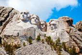 foto of mount rushmore national memorial  - Mount Rushmore monument in South Dakota in the morning - JPG