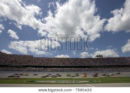 NASCAR: 499 25 de abr Arão