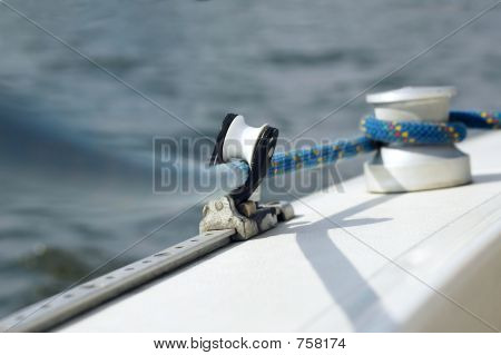 Line and capstan on the sailing boat