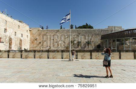 Tourist taking a photo at Jerusalem's wailing wall