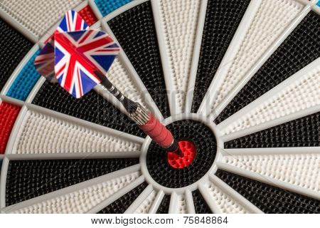 Dart in Bullseye - UK Flag Tail
