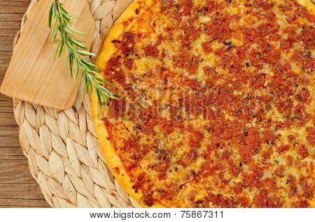 a barbecue pizza, with mozzarella, ground beef and barbecue sauce