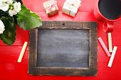 foto of coffee coffee plant  - Small blank blackboard with coffee plant and small gift boxes - JPG