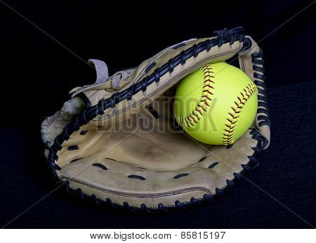 Fastpitch Softball Catchers Mitt With Yellow Ball
