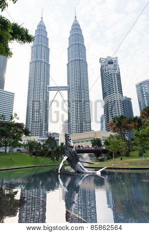 The fountain near Suria KLCC Mall and Petronas Twin Towers