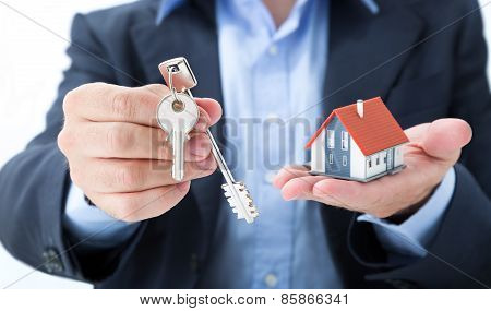 realtor deliver the house keys