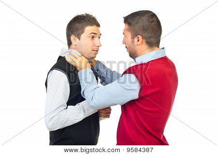 Zwei Männer kämpfen