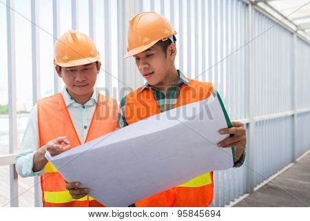 Discussing construction plan