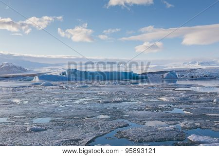 Jakulsarlon glaciers on the sunny day