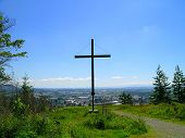 pic of burlington  - rear view of the cross overlooking burlington - JPG