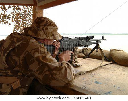 A British machine gunner, Iraq.
