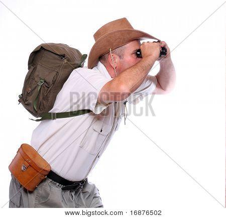 Park Ranger beobachten genau Wildtiere mit seinem Fernglas. Studioaufnahme isolierten auf weißen Hintergrund