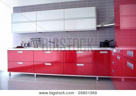 cerrar la toma de una cocina moderna red con armario y cajones