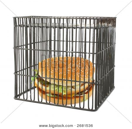 Diät-Konzept - Fast Food hinter Stäben