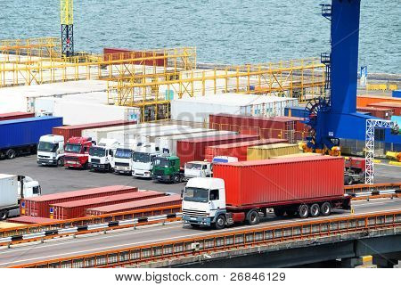Transporte de cargas en contenedores de camión