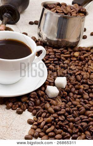 Kaffeekanne, Cup und Schleifmaschine