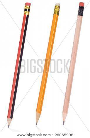 aislado tres lápices en blanco