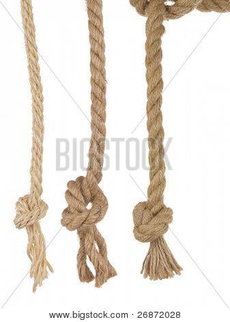 cordas de navio com nó isolado no fundo branco