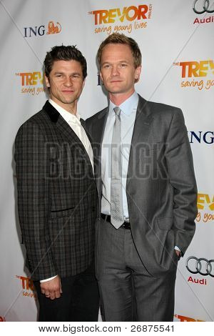 LOS ANGELES - DEC 4:  David Burtka, Neil Patrick Harris arrives at