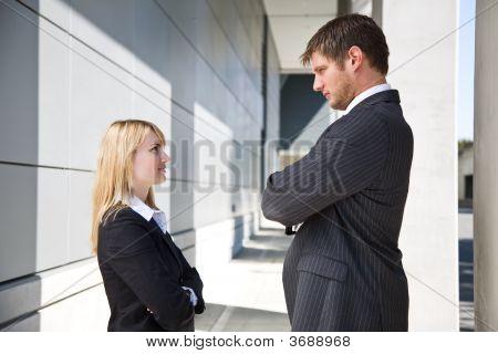 zwei aufgebracht caucasian Geschäftsleute